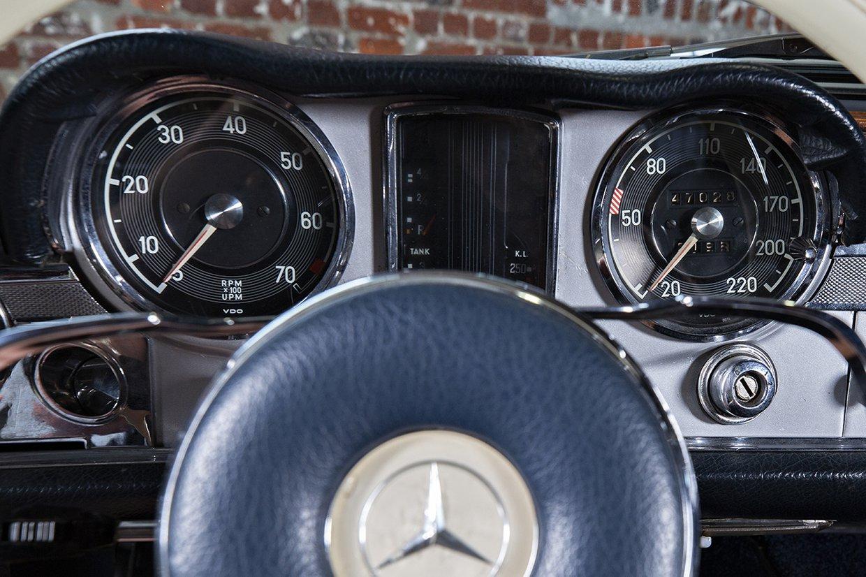 Mercedes Benz 230SL W113  'Pagoda'