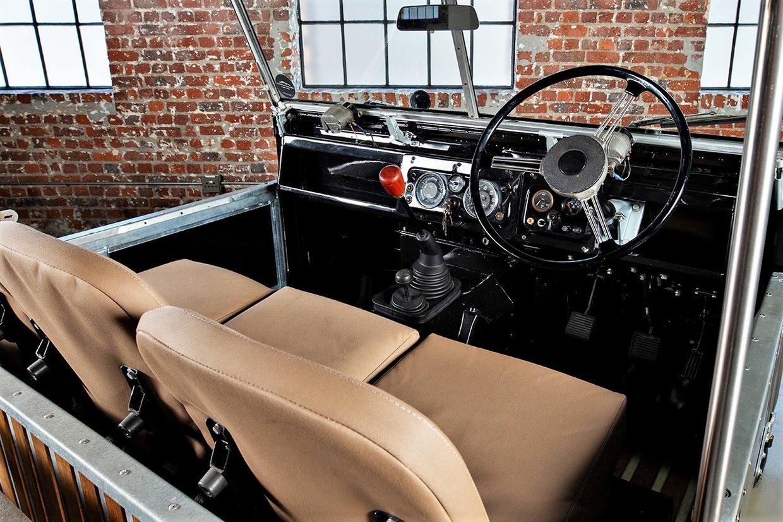 Land Rover - V8