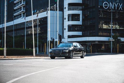 Audi A8L Security W12 (4).jpg