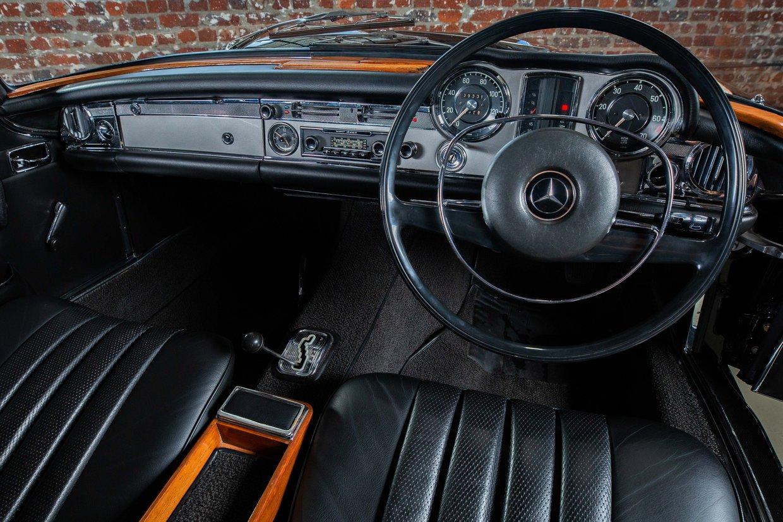 Mercedes Benz 280SL Pagoda (W113)