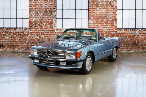 Mercedes Benz 300SL (R107)